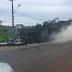 Caminhão carregado com botijões de gás tomba na RN-160 em São Gonçalo do Amarante