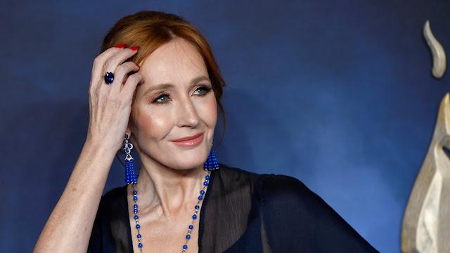J.K. Rowling escribe sobre el concepto del sexo biológico y la critican duramente por ser transfóbica
