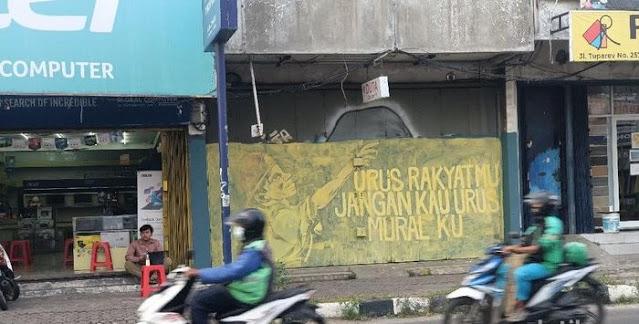 Mural-mural Kritik Pemerintahan Jokowi Dihapus di Karawang, Begini Bunyinya