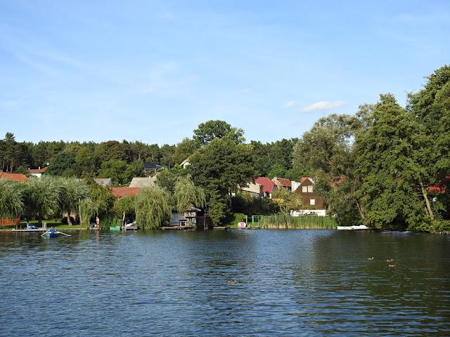 jezioro Lubiąż jest bardzo atrakcyjnym miejscem dla wędkarzy i miłośników sportów wodnych