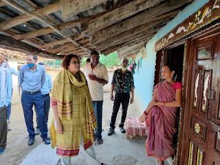 बैगा ग्रामों में पर्यटन एवं स्वरोजगार के अवसर तलाशने अधिकारियों ने किया भ्रमण