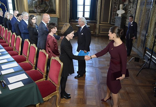 Crown Princess Victoria wore Camilla Thulin Montana dress. Prime ministry of Stefan Löfven received a vote of confidence at Sweden's parliament