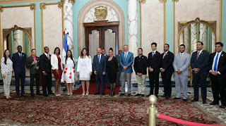 Danilo Medina recibe a Jovenes destacados del Pais