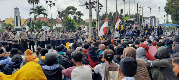 Gerakan Rakyat Melawan Kembali Demo Tolak Omnibus Law di Siantar, Ini Videonya