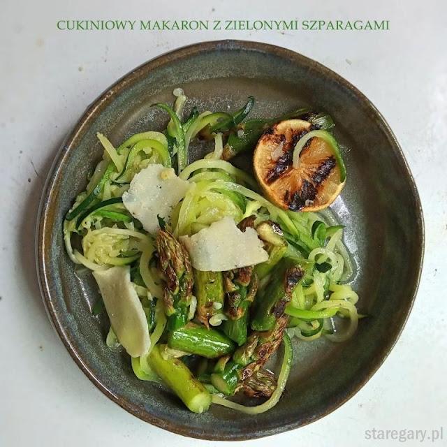 Makaron z cukinii z zielonymi szparagami