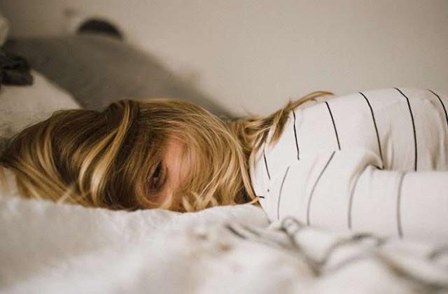 Dormir con el pelo húmedo es una pésima idea
