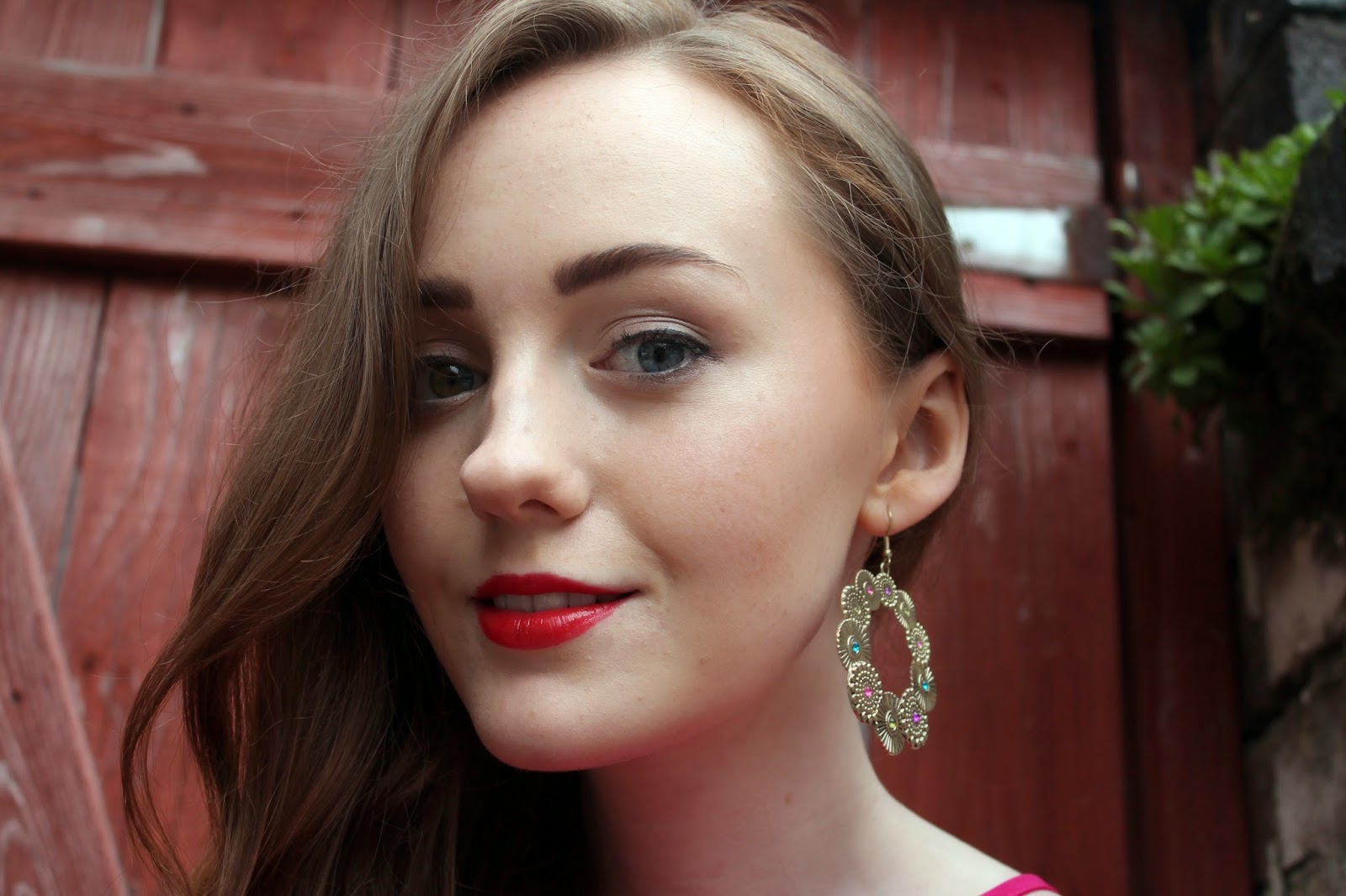 uk fashion and beauty awards 2014 held in liverpool blogger close up rimmel lipstick new look gold hoop earrings