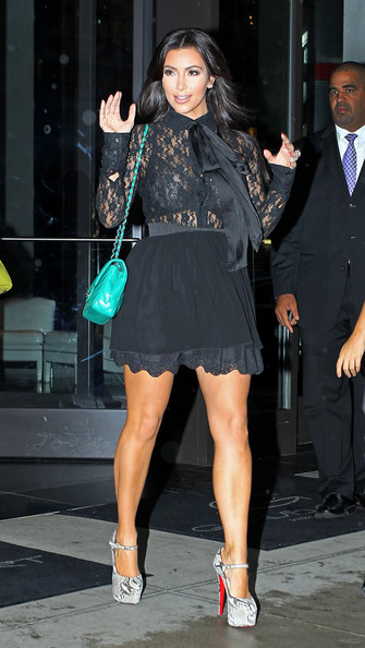 Hot Actress Pictures Kim Kardashian And Kourtney Leave -8090