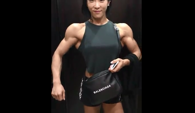 Clip woman bodybuilder with more muscles