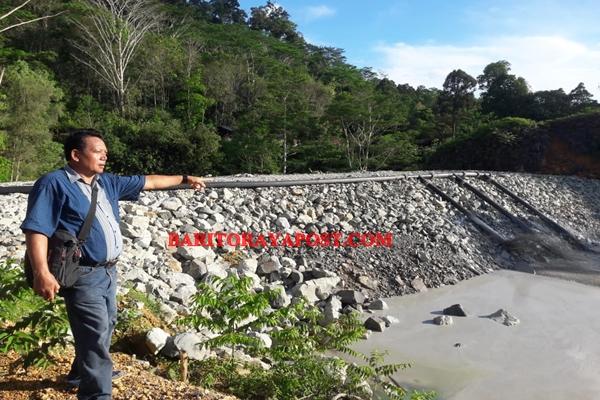 Merasa Dirugikan, Warga Pemilik Lahan di Desa Batu Mirau Minta Pipa Limbah Tambang PT IMK Dipindahkan