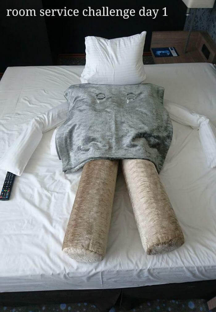Bored Business Traveler 'Challenges' His Housekeeper In A Funny And Creative Way - A bored business traveler discovered a creative way to have fun in his hotel room