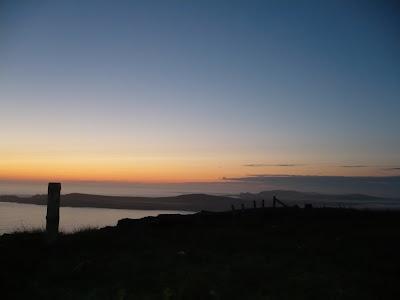 západ slnka na pobreží v Škótsku