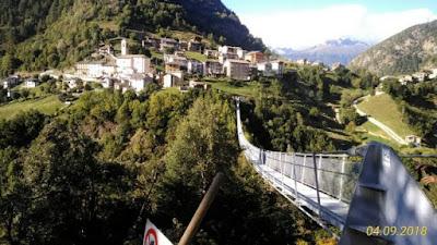 Vacanze in Italia. Attrazioni. Ponti tibetani