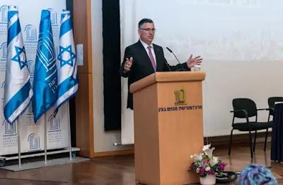Sa'ar mais apto a ser PM do que Netanyahu e Gantz diz pesquisa