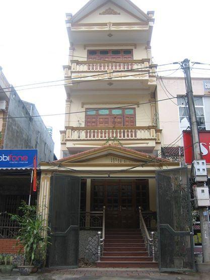 Khách sạn kiến vàng cũ