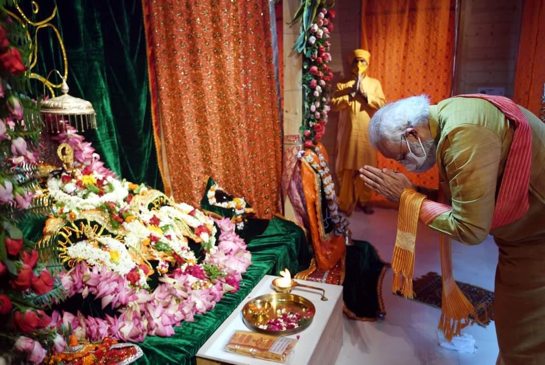 அயோத்தியில் பிரமாண்டமாக கட்டப்படவுள்ளது ராமர் கோயில். அடிக்கல்லை நாட்டினார் மோடி