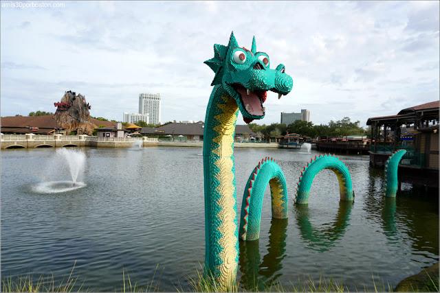 Dragón de Lego en Disney Spring de Orlando, Florida