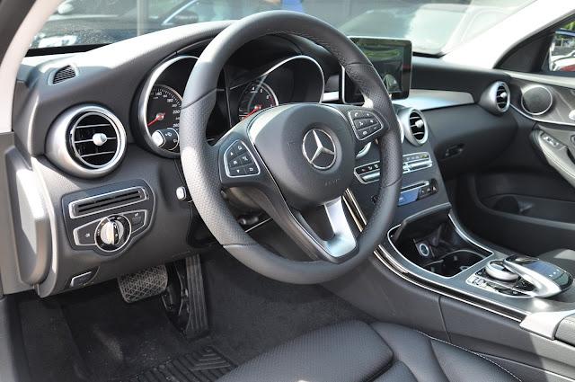 Thiết kế Taplo Mercedes C200 vô cùng ấn tượng, thể thao