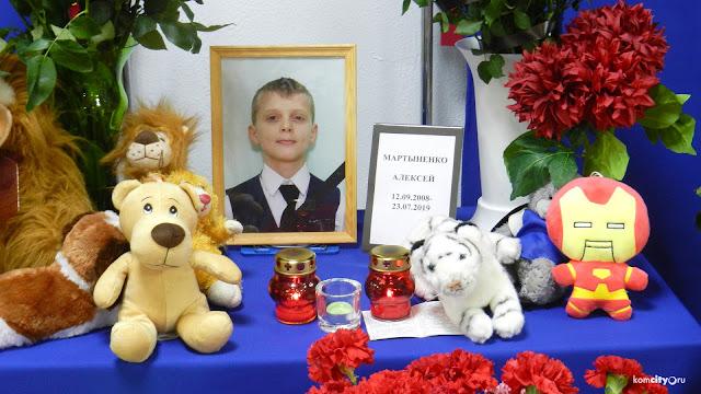 11-летний Алексей Мартыненко во время пожара, произошедшего в лагере «Холдоми», помогал выводить из огня других детей