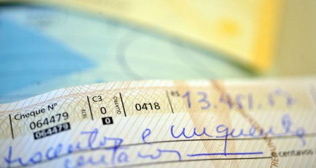 Juros do cheque especial e crédito não consignado caem em julho