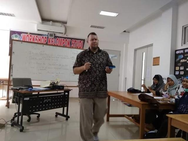 Bimbingan Berbahasa Inggris Untuk Dosen di Lingkungan FTIK IAIN Palangka Raya Bersama Mr. Donald Hobbs