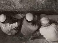 Amal-amal yang Menerangi Kubur