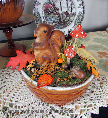 Lisa Hoel – upcycled thrift store finds into a fun autumn arrangement, celebrate fall! #creativejuicefreshsqueezed #tim_holtz #timholtzleaflove #mymakingstory