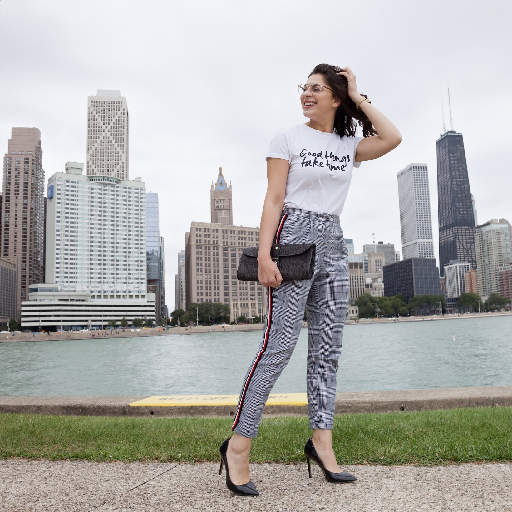 improvised look, plaid pants with side stripe, SHEIN Good Things Take Time Tee, graphic tee look, graphic tees from SheIn, SheIn outfit, SHEIN Contrast Tape Side Plaid Pants, business casual look, pantalones a cuadros, look casual, my outfit of the day, Chicago street style, Chicago style blogger, Chicago blogger, Chicago Latina blogger, Chicago fashion bloggers, Latina style blogger, Latina fashion blogger, bilingual fashion blogger, Puerto Rican blogger, Boricua blogger, bloguera de moda, bloguera de estilo, Desiree Velasquez, Neutrogena Moisture Smooth color stick, Neutrogena color balm, Kate Spade straw clutch, clutch de paja, Steve Madden Protos pumps, Steve Madden pumps, Steve Madden heels, BeBuddha Jewelry, SheIn discounts, Zyloware glasses, Zyloware frames, Via Spiga clear frames, Mockberg mesh watch, Mockberg watches, Mockberg gold watch, Breeze Art Creatives, Breeze Art Creatives photography, Olive Park Chicago, Chicago skyline, places in Chicago to take photos, Chicago photo ops, places in Chicago to take pics, cool Chicago parks, Good Things Take Time, sitios en Chicago para sacar fotos, transitional look, Milton Lee Olive Park, summer to fall looks, positive vibes, vibras positivas, Fashionlingual, Plaid Pants & Positive Vibes