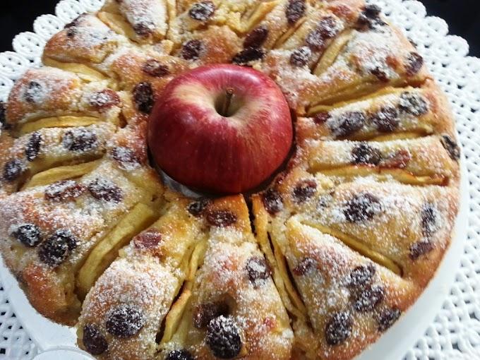 Ciambella di mele e uvetta