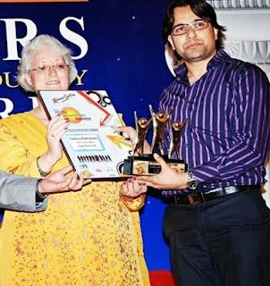 Sandeep-Maheshwari-Receiving-Star-Youth-Achiever Award.