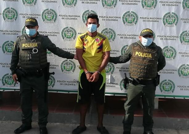 https://www.notasrosas.com/Por agredir a su pareja sentimental, hombre es capturado en Maicao, por la Policía Nacional