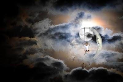 달빛 배경으로 아기가 그네 타는 그림