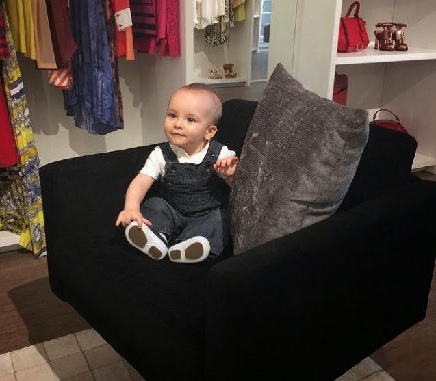 514a7d2bc5a31 Filho de Ana Hickmann visita loja da mãe em São Paulo.