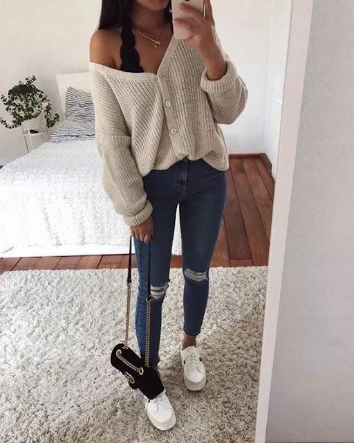 outfit con sueter y tenis blancos