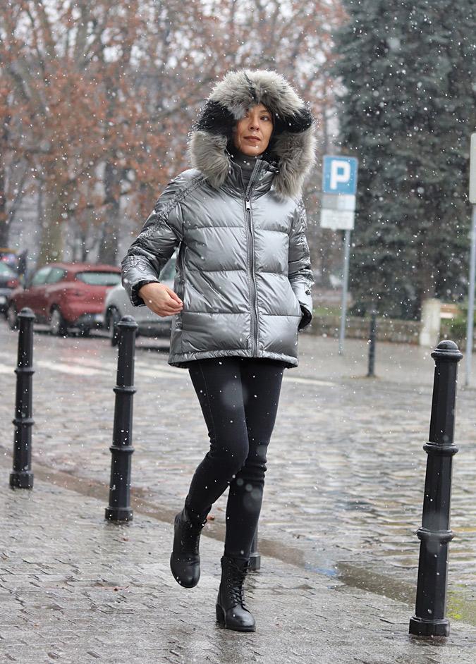 srebrna zimowa kurtka z futerkiem