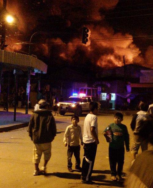 Incendio en el mercado Campesino de Yacuiba deja al menos 400 comerciantes afectados