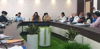 मंत्री श्री कावरे ने अधिकारियों की बैठक में ग्रामीण विकास कार्यों पर की चर्चा