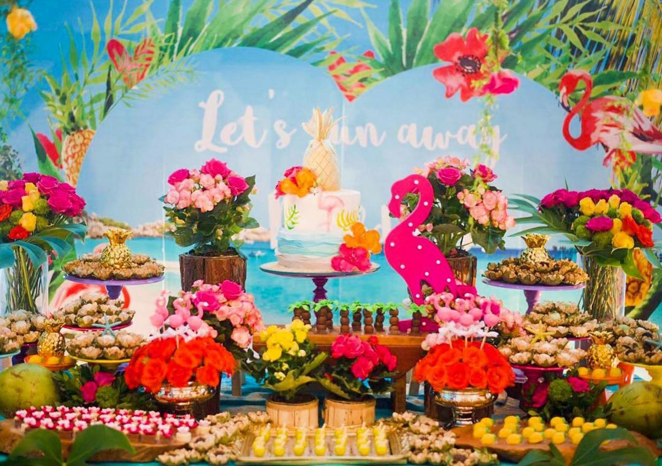 101 fiestas ideas para una fiesta tropical para tus 15 a os for Decoracion de pared para 15