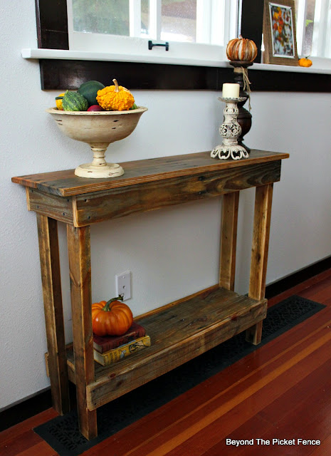 pallets, shelf, table, rustic, farmhouse, http://www.beyondthepicket-fence.com/2016/10/simple-pallet-tableshelf.html