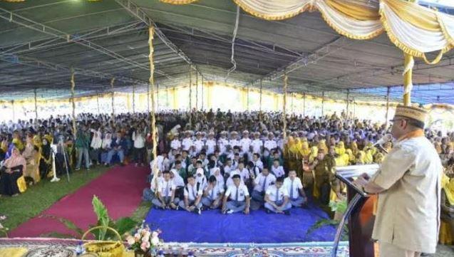 Pelajar SD Kirim Foto Guru Merokok Dilingkungan Sekolah Ke Gubernur, Auto Dapat 500 Ribu