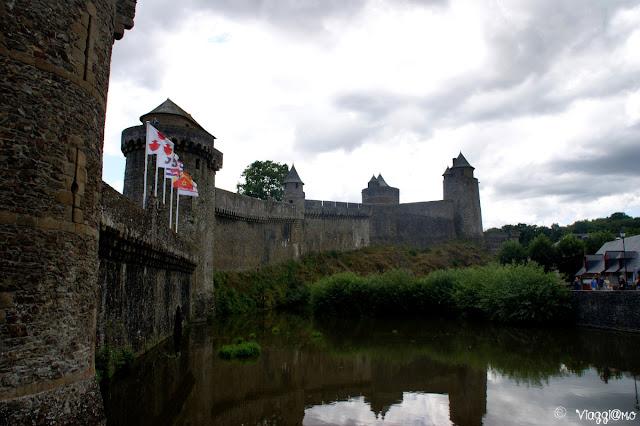 Mura del castello e fossato di Fougeres