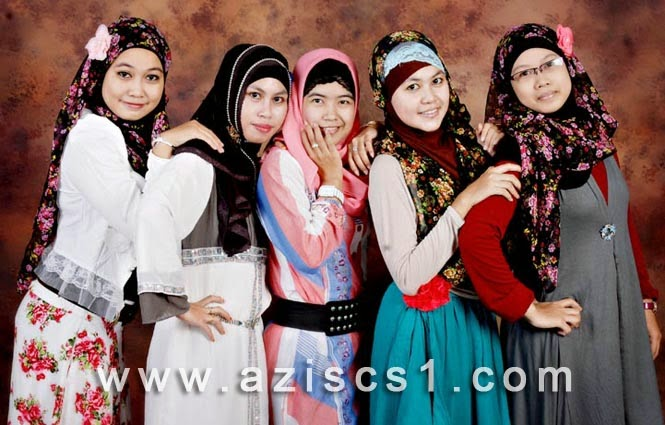 Foto model cantik dengan background abstrak