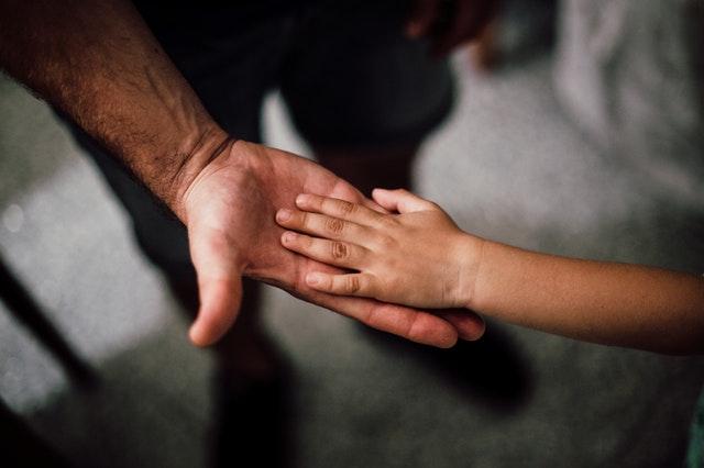 Tips Mengajari Anak Agar Menghargai Orang Lain