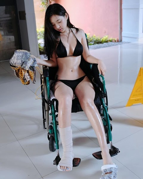 Gái Đẹp Mặc Bikini Khoe Dáng Trong Bệnh Viện