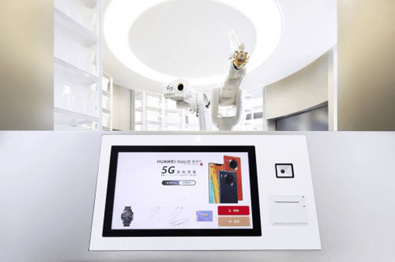 The robotic arm assists the purchase of the customer