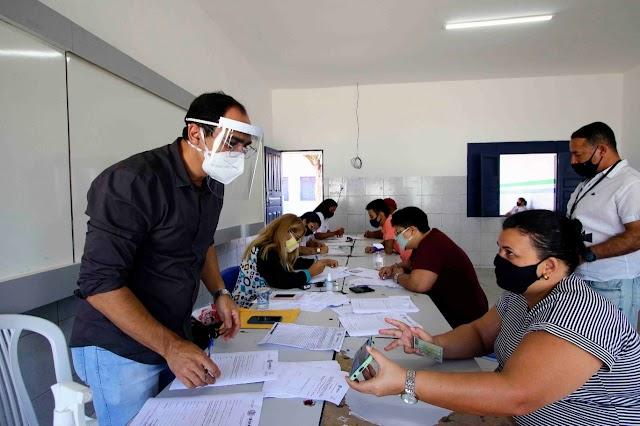 Prefeito Fábio Aragão antecipa primeira parcela do 13º salário e injeta quase 4 milhões na economia de Santa Cruz
