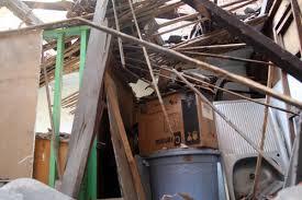 chục người sống ở căn nhà 2 tầng trong hẻm,  quận 1, TP HCM tháo chạy vì mái ngói nhà bị sập