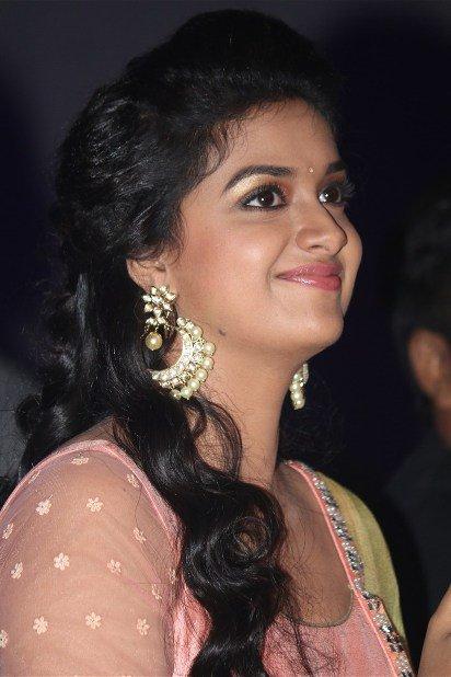 Bollywood Actress Wallpapers 2017 Latest Hd Wall  - Mazale