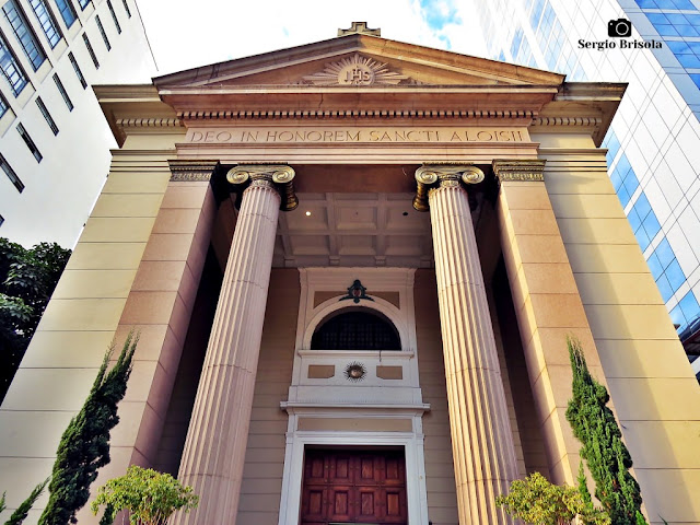 Perspectiva inferior da fachada da Igreja São Luís - Consolação / Bela Vista - São Paulo