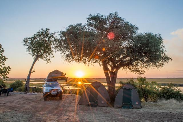 Những lán trại tư nhân tại Botswana là một điểm du lịch thiên nhiên rất nổi tiếng trên thời giới. Tại đây bạn có thể được trải nghiệm những dịch vụ tốt nhất và cũng được thưởng thức những khung cảnh thiên nhiên tuyệt mĩ mà bạn sẽ không bao giờ quên được.